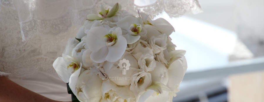 Bouquet con Peonie e orchidee Phalaenopsis......