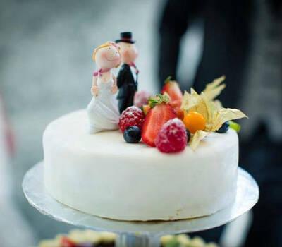 Beispiel: Hochzeitstorte, Foto: Engelswerk - Feinste Confiserie.