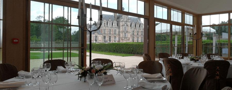 Exemple de décoration de l'Orangerie avec vue sur le Château de Beaumesnil