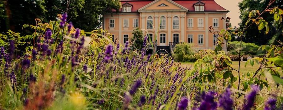 Romantische Hochzeitslocation im Grünen, Foto: Darek Gontarski (Cameramirage) für Engel 07