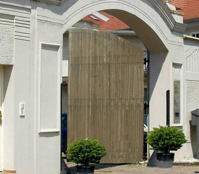 Beispiel: Toreinfahrt, Foto: Villa del Vino.