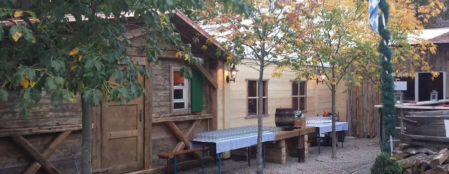 Beispiel: Aussenansicht Hütte, Foto: Kastaniengarten.