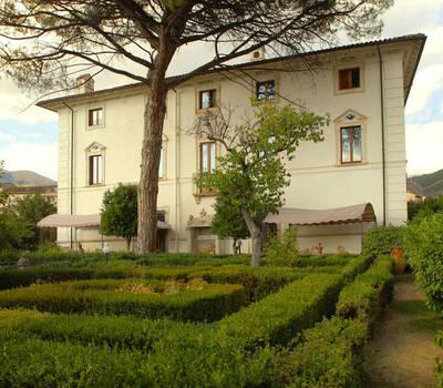 Il Giardino all'Italiana con la Villa sullo sfondo