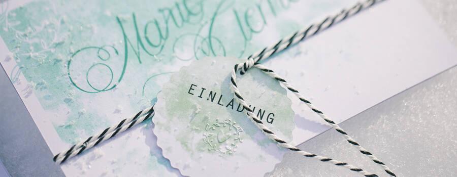 Beispiel: Hochzeitseinladung mit Blindprägung Foto: © paperworks.
