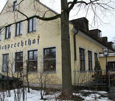 Beispiel: Außenansicht, Foto: Weyprechthof.