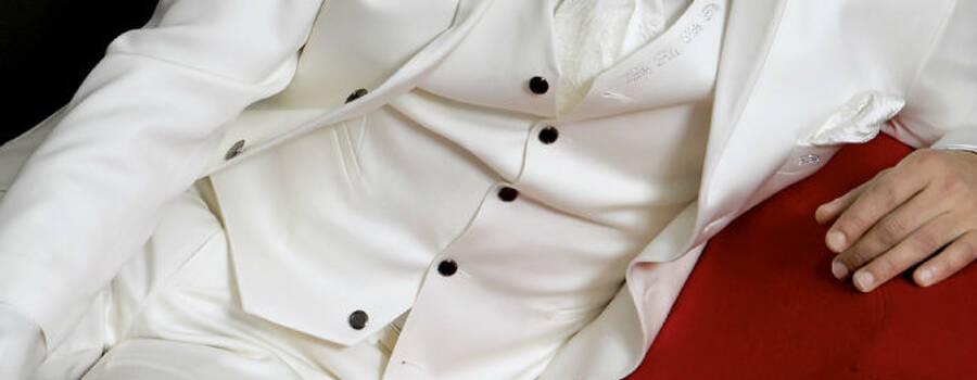 Beispiel: Anzüge für den Bräutigam, Foto: Fabula Herrenmode.