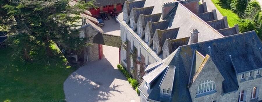 Vue aérienne du Château de Surville