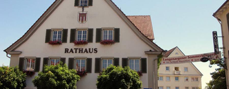 Beispiel: Vorderseite, Foto: AKZENT Hotel Löwen.