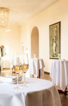 Beispiel: Sektempfang, Foto: Althoff Grandhotel Schloss Bensberg.