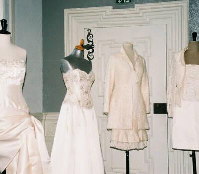Beispiel: Brautmoden, Foto: Rieth-Couture.
