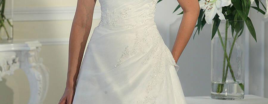 Beispiel: Trägerloses Brautkleid, Foto: Boutique Berner.