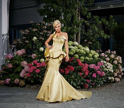 Beispiel: Ausgefallene Mode, Foto: Mery's Couture Abendmode.