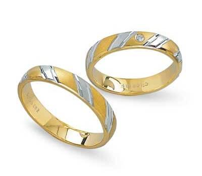 Beispiel: Zweifarbige Ringe, Foto: Schmuck-Trauringe-Shop.