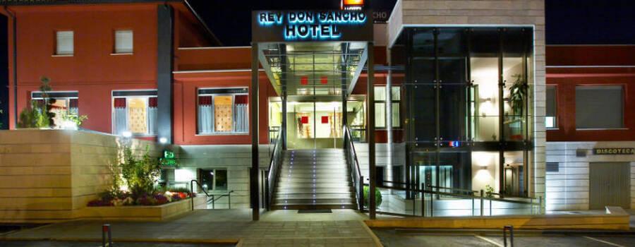 Fachada del Hotel Rey Don Sancho