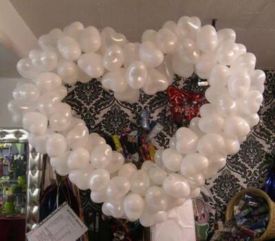 Beispiel: Ein Herz aus Luftballons, Foto: Paar Deco.