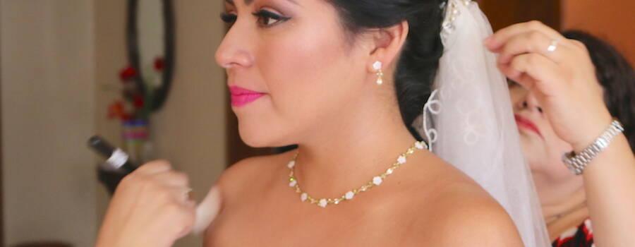 Maquillaje novia en retoques finales y tocado Makeup Artist Mexico