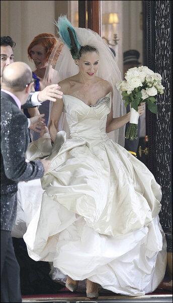 """Vestido de noiva de Vivienne Westwood, usado na série """"Sexo e a Cidade""""."""