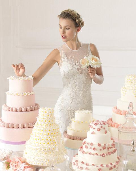 Hochzeits-Kleider: Brautkleid mit rundem Ausschnitt