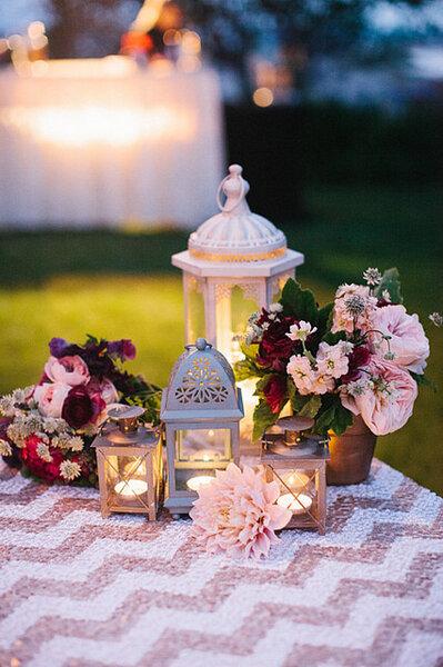 Hochzeitsdeko mit Beleuchtung. Lichter, Lampen und Kerzen. Foto: Harmony Loves