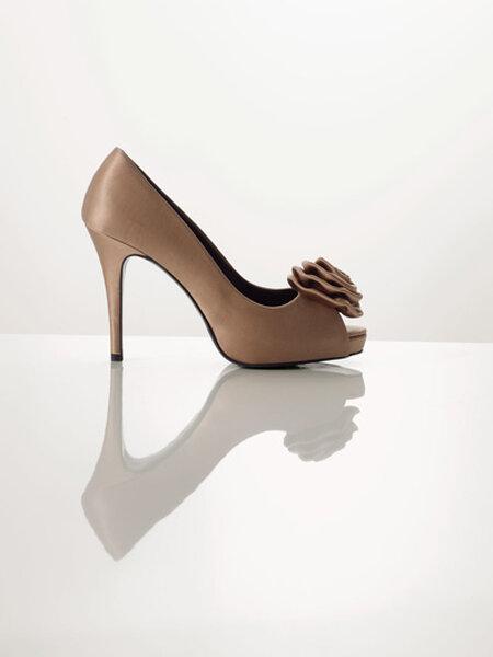 Zapato de tacón alto de tela satinada