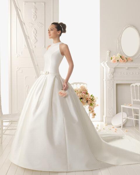 selección de vestidos de Aire Barcelona para las novias de 2013