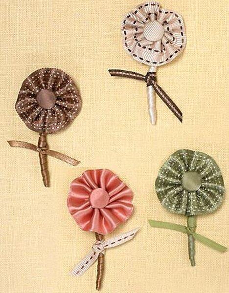 Materiałowe dekoracje do butonierek