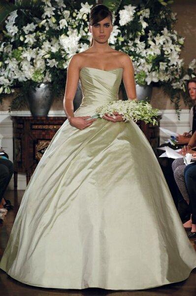 Vestidos de novia de la colección costura de Romona Keveza para el otoño de 2013