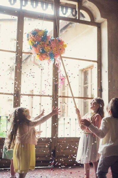 """O que acha de ter uma """"piñata"""" no seu casamento? Encha-a de rebuçados e doces."""