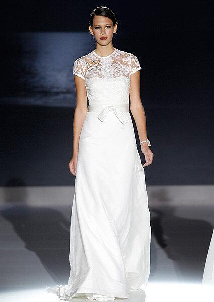 Vestido de novia con manga corta de Jesús Peiró 2013. Foto: Barcelona Bridal Week