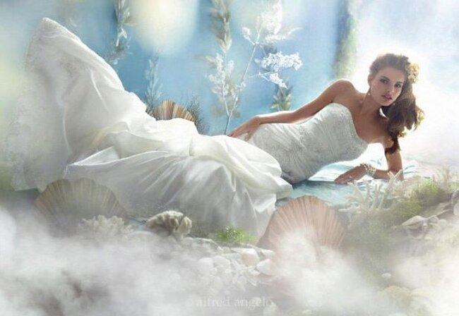 Suknia ślubna z kolekcji Alfreda Angelo