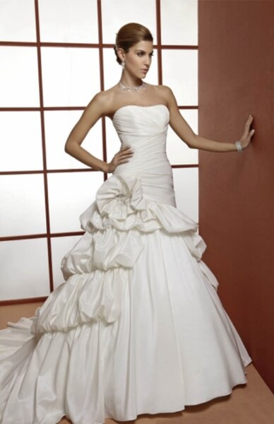 Orea Sposa New York Bridal Collection 2013. Foto: www.oreasposa.com