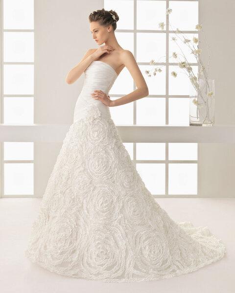 Selección de vestidos de novia con falda de flores 2013