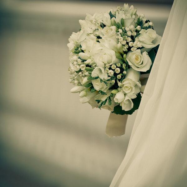 Zimowy bukiet ślubny, Foto: Adrián Tomadín