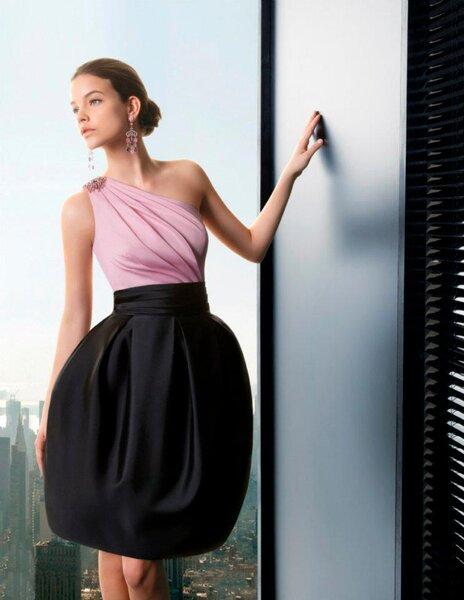 Vestido corto y elegante para ir a una fiesta de noche. Bicolor rosa pastel y negro
