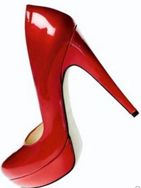 Zapatos de fiesta de color rojo para invitadas