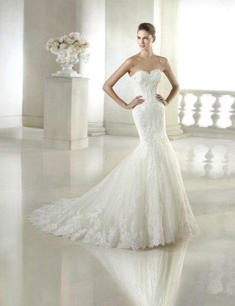 Hochzeits-Kleid: Brautkleid im Meerjungfrauenschnitt und Herzausschnitt, Foto: Anna Moda
