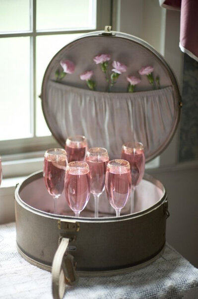 Mala retrô para servir as bebidas na entrada do casamento!