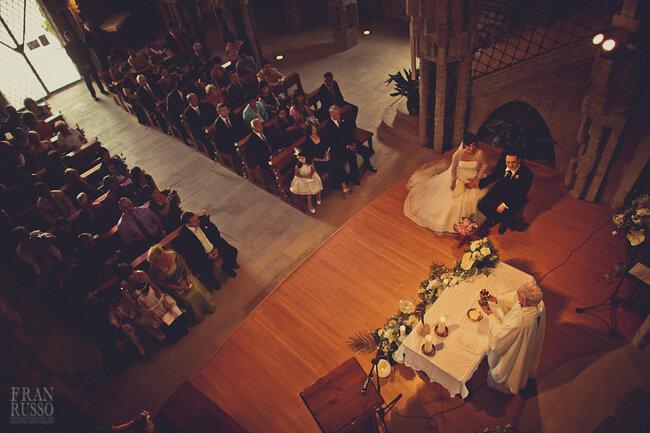 Fotografía de boda religiosa con panorámica desde el altar