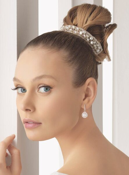 Enfeites de cabelo com fios de prata para noiva da Rosa Clará. Foto: Rosa Clará