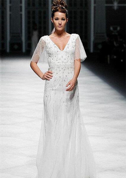 La Sposa 2013,  Vestido de novia con mangas y cuello en V