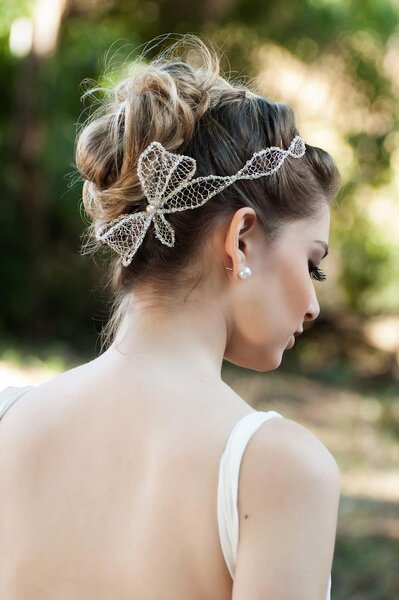 Tiara belíssima para noivas delicadas. Foto: D. Cantídio