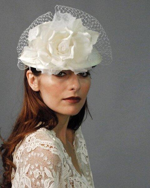Hoed voor de bruid van Louise Green Millinerry
