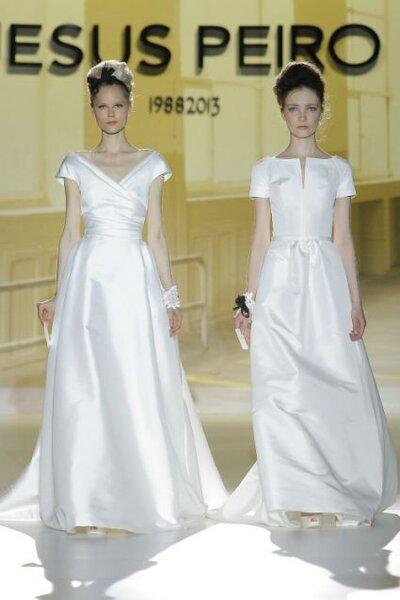Vestidos de novia 2014 en color blanco con escote cerrado, fajín, cauda mediana y acabado en satén