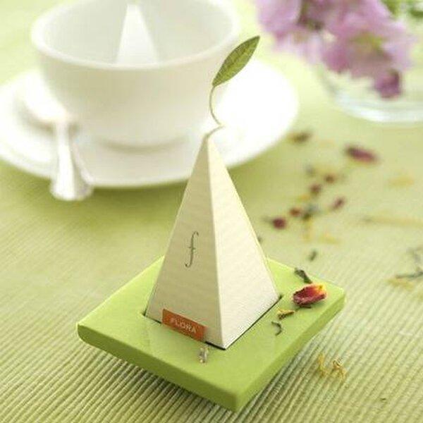 Marque-place vert et blanc pour les invités – Crédit photo Beau-Coup