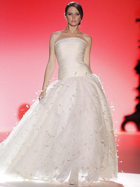 Vestido de novia de Hannibal Laguna. Foto: Ugo Camera