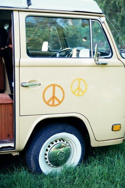 Ideen für eine Hippie-Hochzeit. Foto: Bell Studio - Esther & Gabe