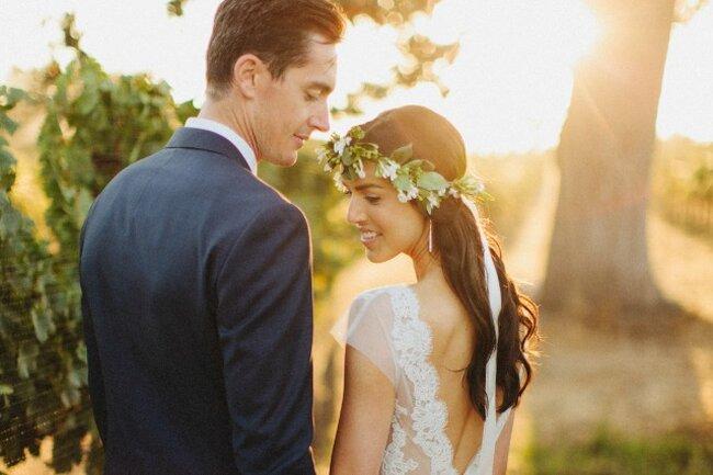 Свадебное платье с вырезом на спине