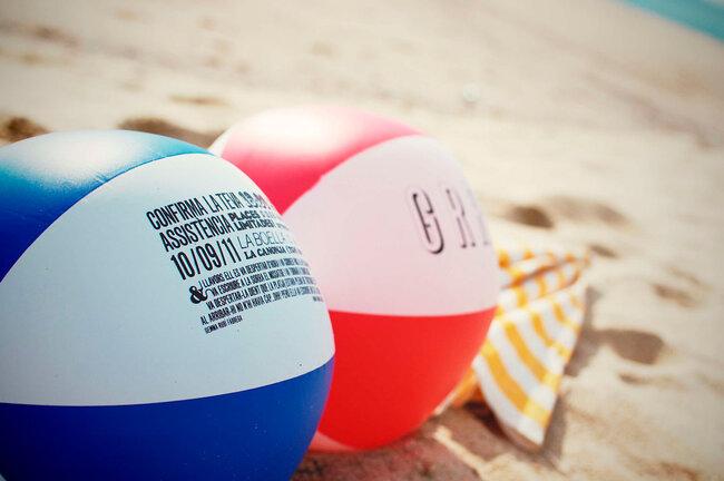 Invitations sous forne de ballons de plages