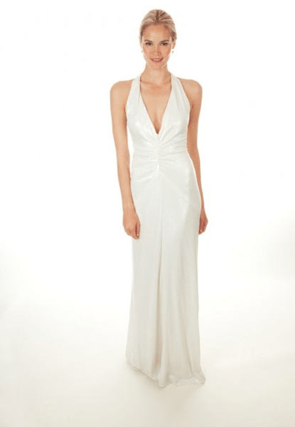 Vestido de novia 2013 ceñido en la cintura y con escote en V