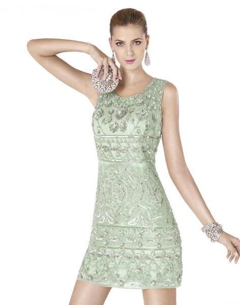 Robe courte vert pastel avec pierreries. Modèle AIMARA.